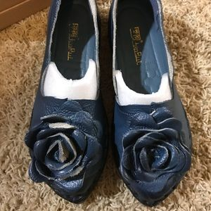 Rumour Has It (Tui Rui) Navy Floral Scallop flat